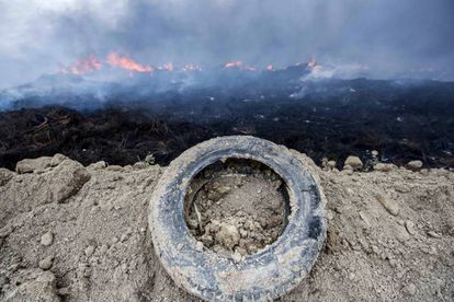 The tire dump at Seseña burns.