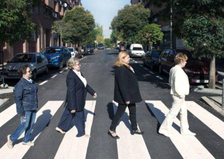 The Lideresas of Villaverde pose as The Beatles.