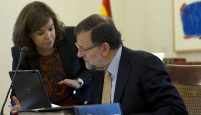 Deputy Prime Minister Soraya Sáenz de Santamaría and Prime Minister Mariano Rajoy on Friday.
