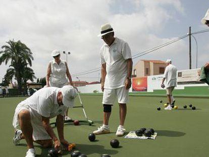 British citizens play bowls in San Fulgencio, Alicante.