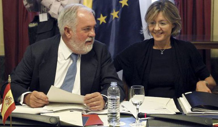 Miguel Arias Cañete and Isabel García Tejerina, in an archive photo.