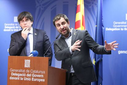 Carles Puigdemont (l) and Toni Comín at a press conference after the CJEU ruling.