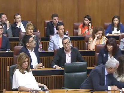 Susana Díaz (bottom left) during this morning's vote.