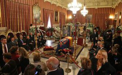 The Duchess of Alba's body lies in state in Seville.