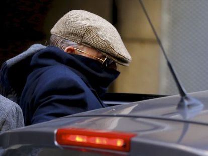 """Former police inspector Juan Antonio González Pacheco, alias """"Billy the Kid,"""" leaves the High Court in December 2013."""