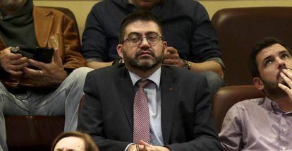 Carlos Sánchez Mato in the Spanish Congress with United Left (IU) leader Eduardo Garzón to his right.