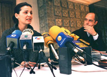 Nevenka Fernández during the presentation of a criminal complaint against the then-mayor of Pondferrada, Ismael Álvarez, March 26, 2001.