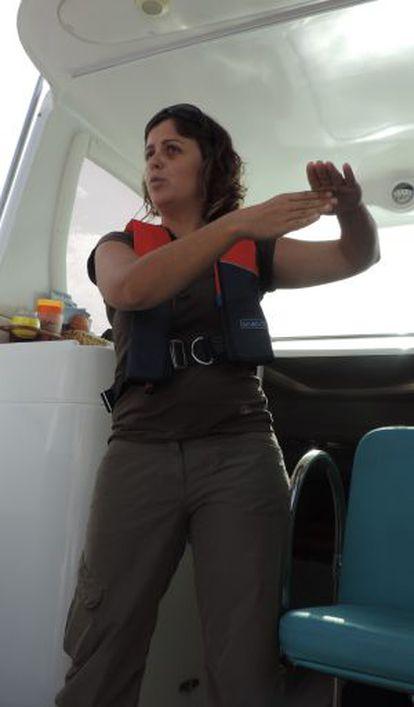 Rebeca Velasco explains about artisan fishing techniques.