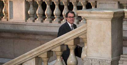 Acting Catalan premier Artur Mas arrives at the regional parliament.