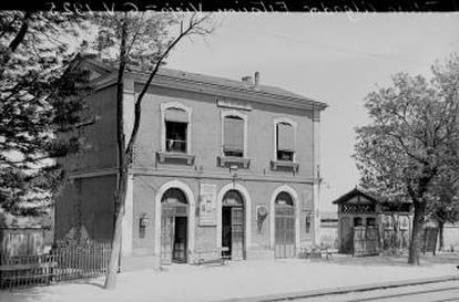 The original train station of Algodor in 1925. The current one was built in 1929.