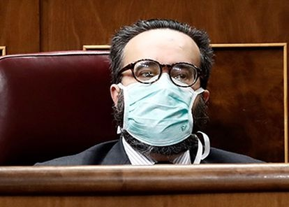 Vox deputy José María Sánchez García, wearing a protective mask, listens to the prime minister in Congress on Wednesday.