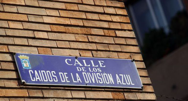 Photo gallery: Madrid's Franco-era streets (Spanish captions). Above: Street paying tribute to the Blue Division, a Francoist unit that fought with the German army during WWII.