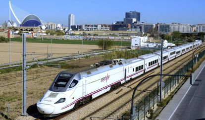 The AVE leaving Valencia