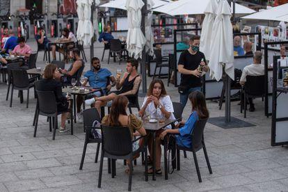 A sidewalk café in Madrid.