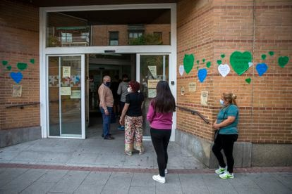 A line outside the General Ricardos health center in Madrid.