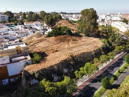 The Cabezo de la Joya hill in Huelva, where four tall buildings are slated to go up.