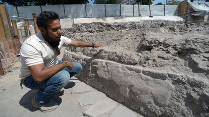 The INAH's Eduardo Luna at the excavation site.