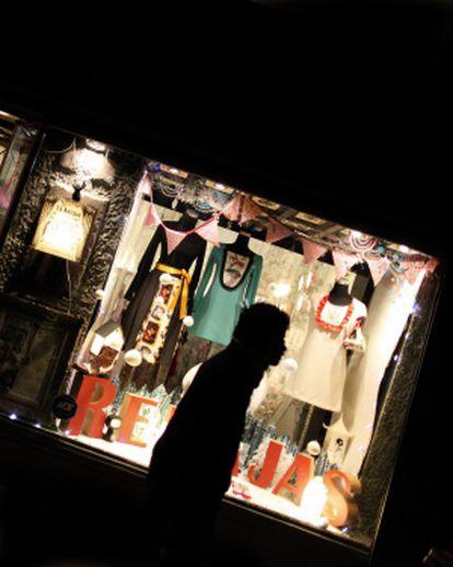 The store window of La Antigua, in Pez street.