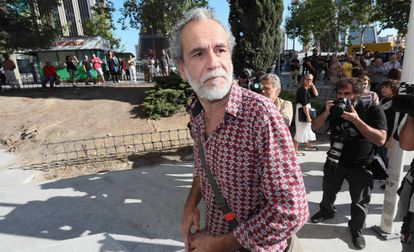 Willy Toledo leaves court in Madrid on Thursday morning.