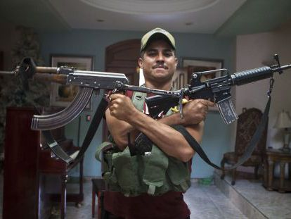 """""""I won't give you my name but put that I am Maniguas so that """"El Chayo"""" sees where I am and how I will receive him when he comes looking for me,"""" this vigilante tells EL PAÍS."""