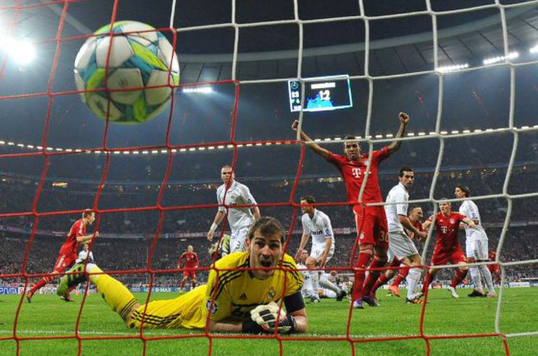 Real Madrid goalkeeper Iker Casillas reacts to Bayern Munich's first goal, scored by Franck Ribéry.