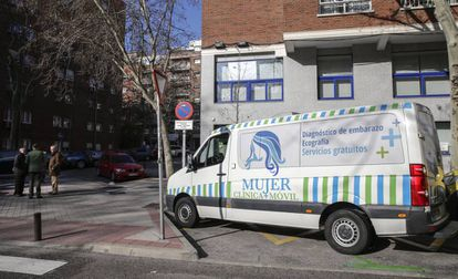 A doctor and Vox lawmaker, Gador Joya, has been offering ultrasounds outside the Dator clinic in Madrid.