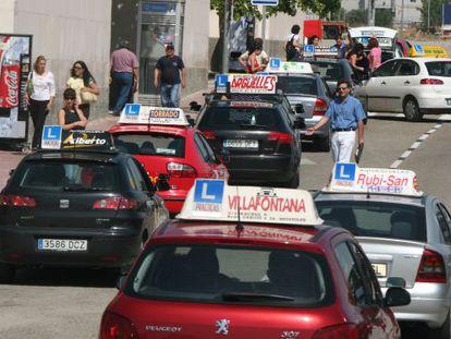 Driving school vehicles in Móstoles (Madrid).
