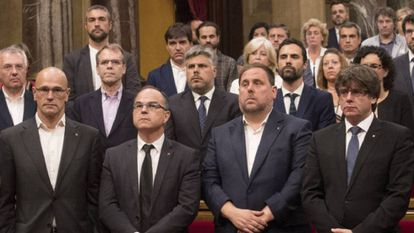 Carles Puigdemont (r) and Oriol Junqueras (standing next to him).