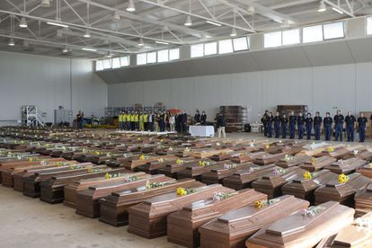 This photo of the coffins from the 2013 shipwreck in Lampedusa in Italy has been used to spread misinformation about the coronavirus crisis in Spain.