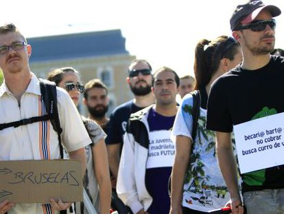 """A protest in Madrid of young people with the slogan """"Youths seeking a future."""""""