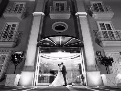 Carolina and James Escudero-Spelling outside the Hotel Vincci Aleysa in Benalmádena, Málaga province, on their wedding day.