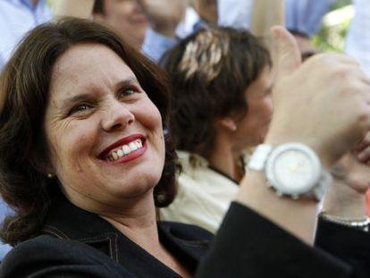 Amaya Fernández Allende celebrates her victory last month as new mayor of Ñuñoa.