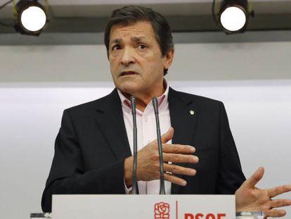 Javier Fernández heads the PSOE caretaker team.