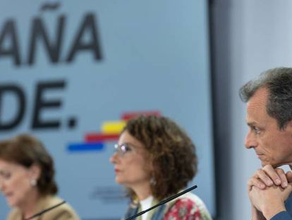 Left to right: Deputy PM Carmen Calvo, government spokesperson María Jesús Montero and Science Minister Pedro Duque.