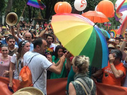The protest against Ciudadanos group at the Madrid Gay Pride march (Spanish narration).