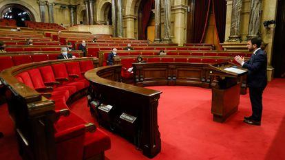 Pere Aragonés informing the regional parliament about coronavirus measures.