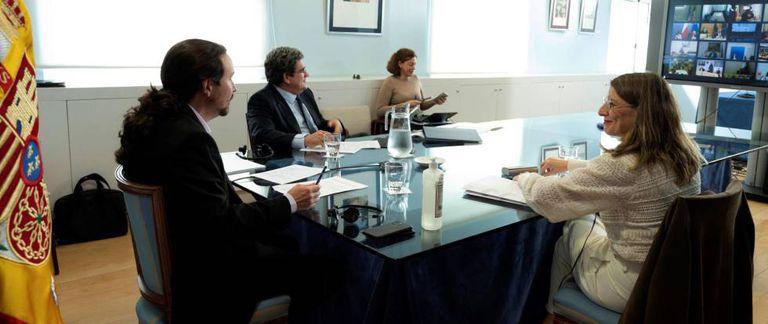 Ministers Pablo Iglesias (l), José Luis Escrivá (c) and Yolanda Díaz (r) during a recent meeting.