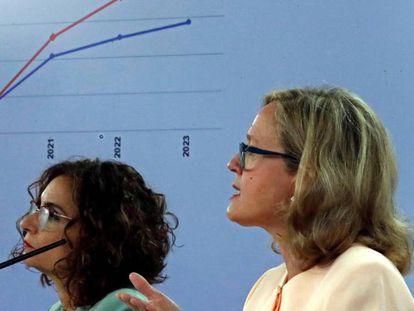 Spain's Finance Minister María Jesús Montero (l) and Economy Minister Nadia Calviño.