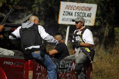 Members of a vigilante group arrest a man who they accuse of cooperating with the cartel.