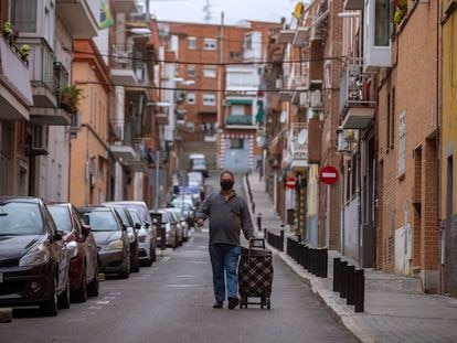 A man in Madrid's Usera district, which has been confined due to the rise in Covid-19 cases.