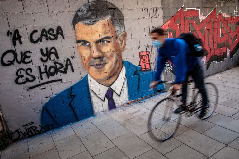 """A mural of Spanish Prime Minister Pedro Sánchez by graffiti artist J. Warx in Valencia. The message reads: """"It's time to go home."""""""