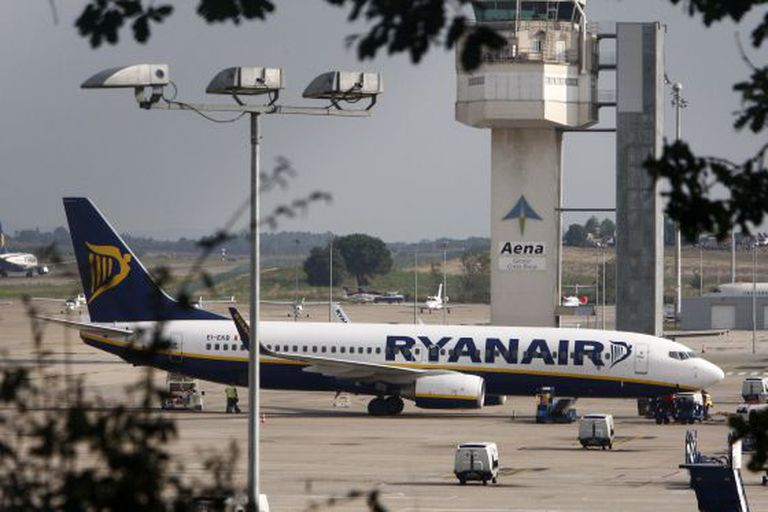 Ryanair has apologized for the way it treated the child's family.