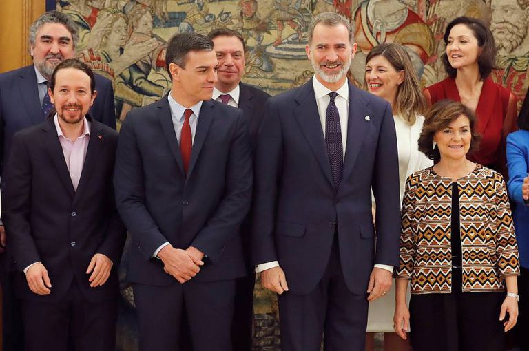 King Felipe VI (r) with (from front left) Deputy Prime Minister Pablo Iglesias, Prime Minister Pedro Sánchez and Deputy Prime Minister Carmen Calvo.