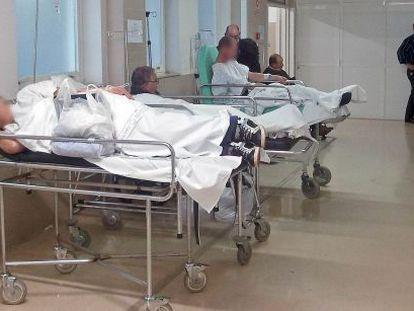 Patients in corridors in the Vigo University hospital last year.