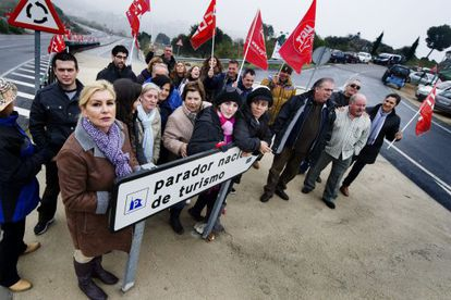 Employees from the Parador in Toledo stage a protest on December 7 against announced job losses for 644 people from the chain