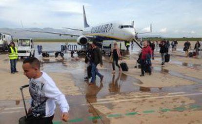 The first Ryanair flight lands at Castellón Airport.