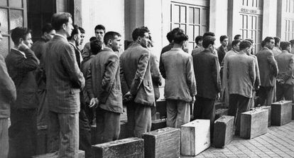 The first contingent of Spanish workers bound for Belgium gather in Madrid in 1957.