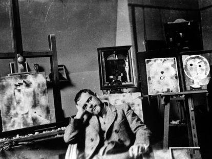 A photo taken in 1925 of Paul Klee in his Weimar workshop.