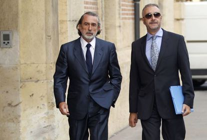 Francisco Correa (left) and his lawyer at the Valencia Supreme Court in September.