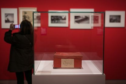 The box that contained some of the pictures of the Spanish Civil War by Antoni Campañà, now on display at the MNAC.